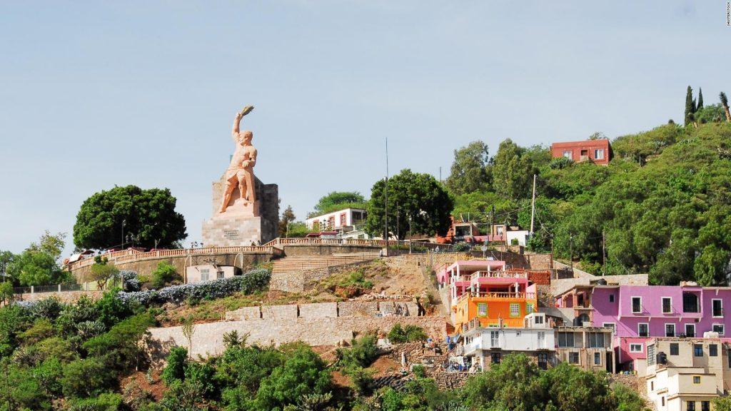 180705110213-03-things-to-do-guanajuato—monumento-al-pipila-full-169